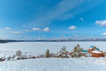 A view of the lake Turgoyak in the winter. Chelyabinsk region, Miass city. 免版税图像