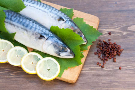 lemon slices: Fresh mackerel in grape leaves with lemon slices