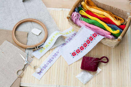 他のツールは、選択と集中、バスケットで刺繍糸ミシンと ambroidery の工作キット