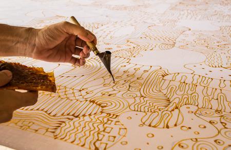 batik: peinture de la ligne de bougies tissu batik
