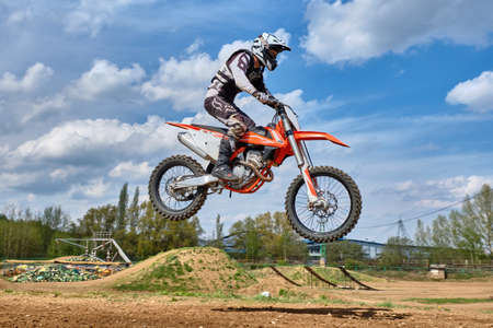 Entrenamiento de motocross en Moscú en el Technical Sports Stadium 2019