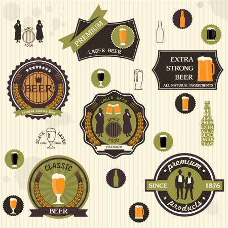 hombre tomando cerveza: Insignias y etiquetas de la cerveza en el conjunto de diseño retro del estilo de