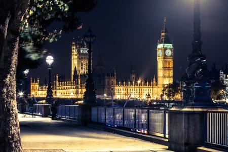 ウェストミン スター, ロンドン イギリスで大きなベン時計塔と議会の家