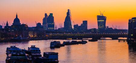 Skyline von London Standard-Bild - 29921807