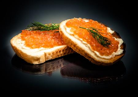 赤キャビアのサンドイッチ