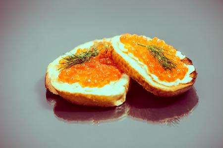 Roter Kaviar Sandwiches Standard-Bild - 29919122