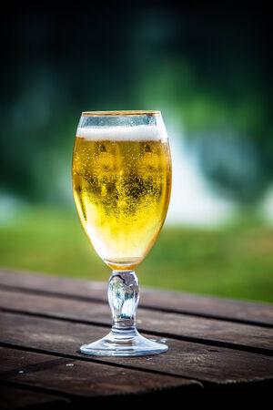 軽いビールのグラス