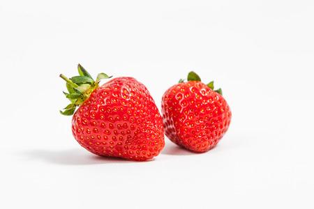 イチゴは、白い背景で隔離