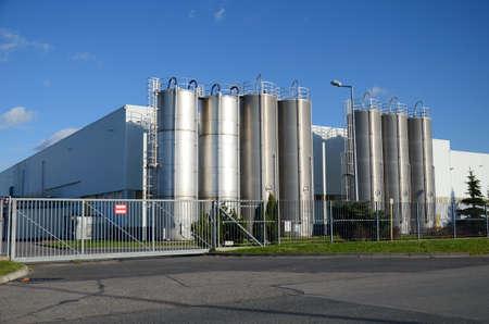 Modern factory building Standard-Bild