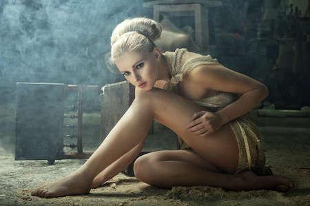 sexy beine: Blond Modell in einem Vintage Innenraum