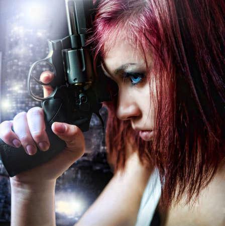 mortale: bella sexy ragazza azienda pistola
