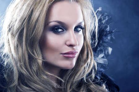 maquillaje de fantasia: Vogue foto de estilo de una mujer gótica Foto de archivo