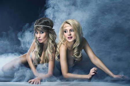 Zwei Frauen wie Sirene