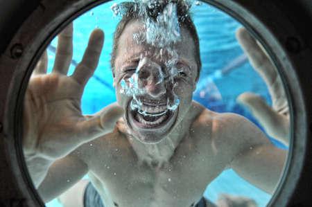 Annegamento uomo subacqueo subacquea