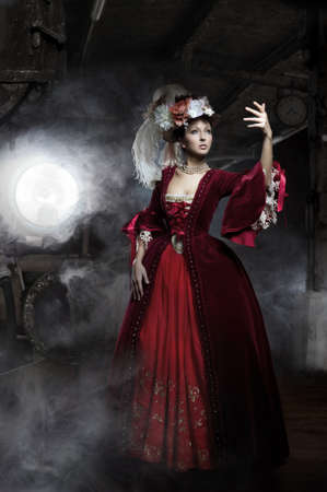 vestido medieval: Echo de menos en el viejo vestido con el tren Foto de archivo