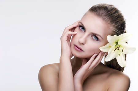 labios sensuales: moda retrato de mujer hermosa delicado Foto de archivo