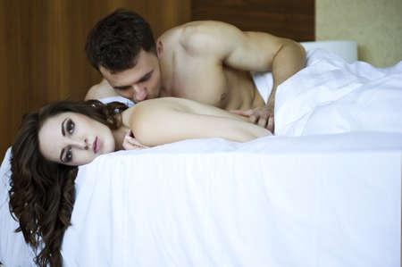 sexo pareja joven: Ci?rrese encima del retrato de una pareja de joven y atractiva Foto de archivo