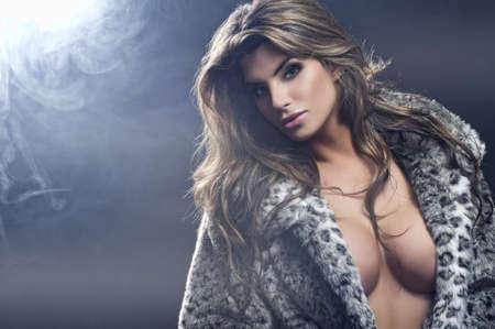 sexy fur: Portrait of sexy beautiful brunette woman