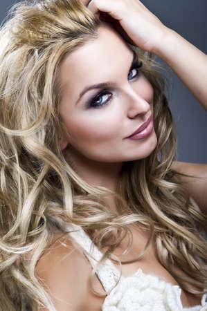 labios sexy: Retrato de la mujer rubia hermosa Foto de archivo