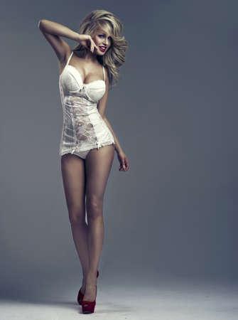 ropa interior femenina: Hermosa mujer feliz