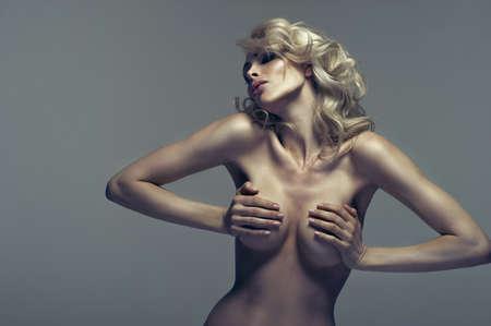 mujer rubia desnuda: Belleza de la mujer