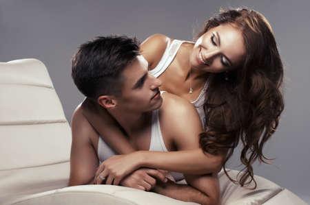 femme sexe: Jeunes amoureux attrayants