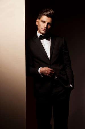 modelos hombres: Hombre joven atractivo en el juego Foto de archivo
