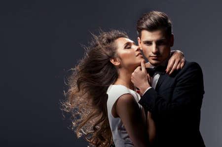 かわいいカップルの官能的な肖像画 写真素材 - 25634697