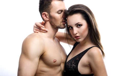 Una pareja joven topless sexy abrazando en jeans photo