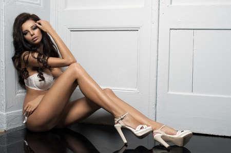 lenceria: Hermosa mujer joven linda en ropa interior sexy