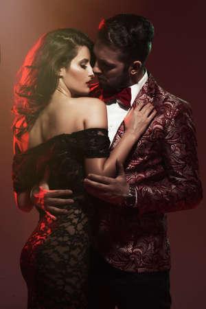 pareja apasionada: Retrato de la joven pareja en el amor