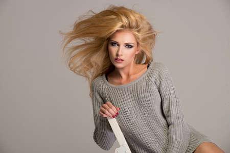 sweatshirt: Belleza rubia desgaste sudadera