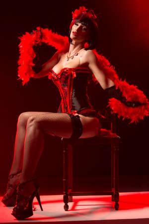 bolantes: Mujer de moda con rostro del arte - burlesque Foto de archivo
