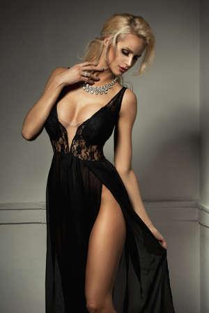 vestido de noche: Mujer linda en hermoso vestido