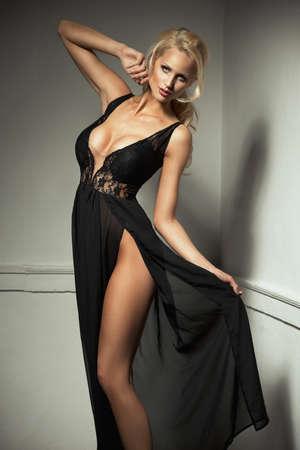 falda: Mujer linda en hermoso vestido
