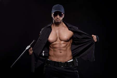 männer nackt: Konzeptionelle Foto der jungen, sexy und gut aussehende Polizist, Lizenzfreie Bilder
