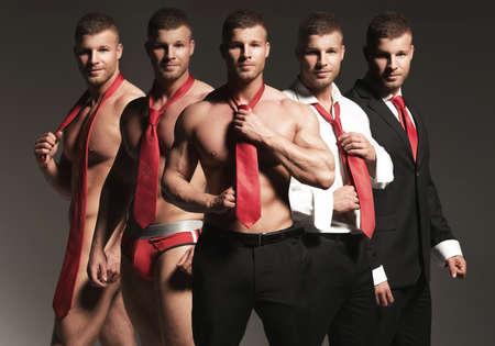 nudo maschile: Uomo d'affari Striptease. Una persona cinque volte
