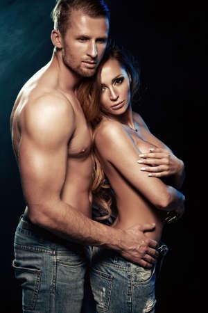 desnudo masculino: Sexy pareja de belleza