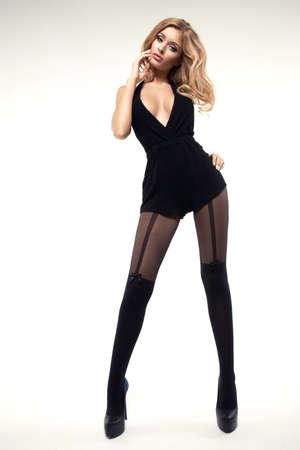 pantimedias: Mujer atractiva con las piernas delgadas largas con medias