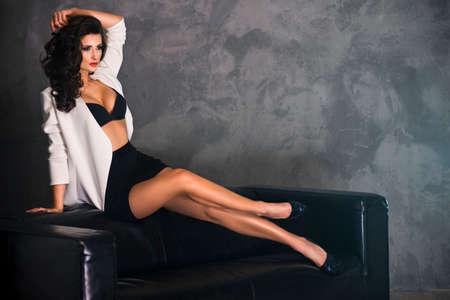 beautiful nude woman: Seductive brunette beauty posing in studio