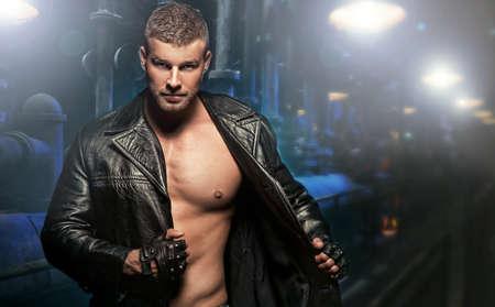 young sex: Сексуальный мужчина на темном фоне Фото со стока