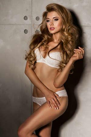 fille sexy nue: Jeune, en forme et femme sexy Banque d'images