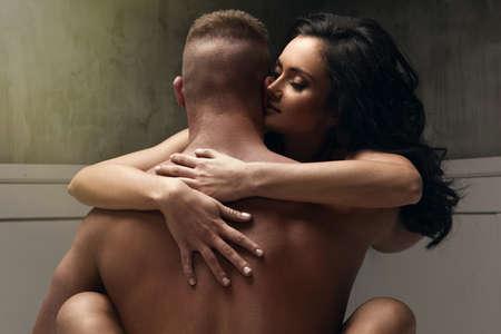 Leidenschaft Porträt eines Paares in der Liebe Standard-Bild - 60612888