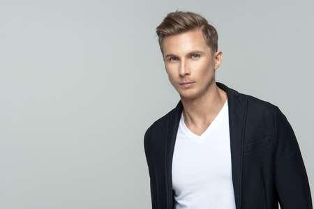 Elegant young male model in studio Standard-Bild