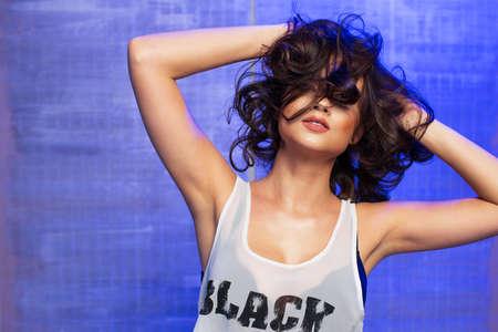 Sexy brunette woman with photo light flash Standard-Bild - 112232736