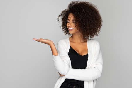 Beautiful smiling african american woman Standard-Bild - 113378672