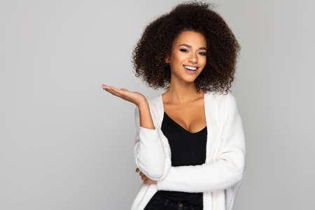 Beautiful smiling african american woman Standard-Bild - 113378675