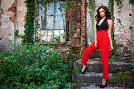 Sexy fashion woman outside Standard-Bild - 112897008