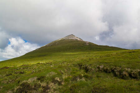 Mount Errigal in Derryveagh Mountains, County Donegal, Ireland. Wild Atlantic Way. 免版税图像