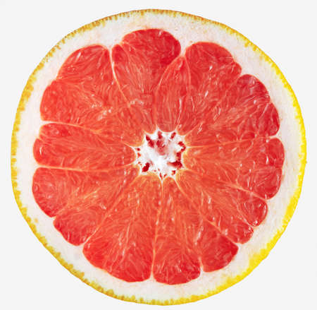 Grapefruit slice isolated on white. Fresh sliced red grapefruit. Banque d'images